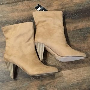 NWT! Express faux suede tan heeled boots Size 7